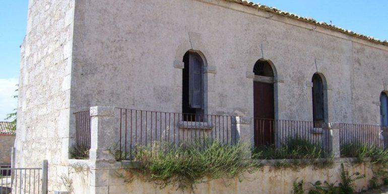 rustico_casale_e_casa_di_corte-in-vendita-a-ragusa (1)